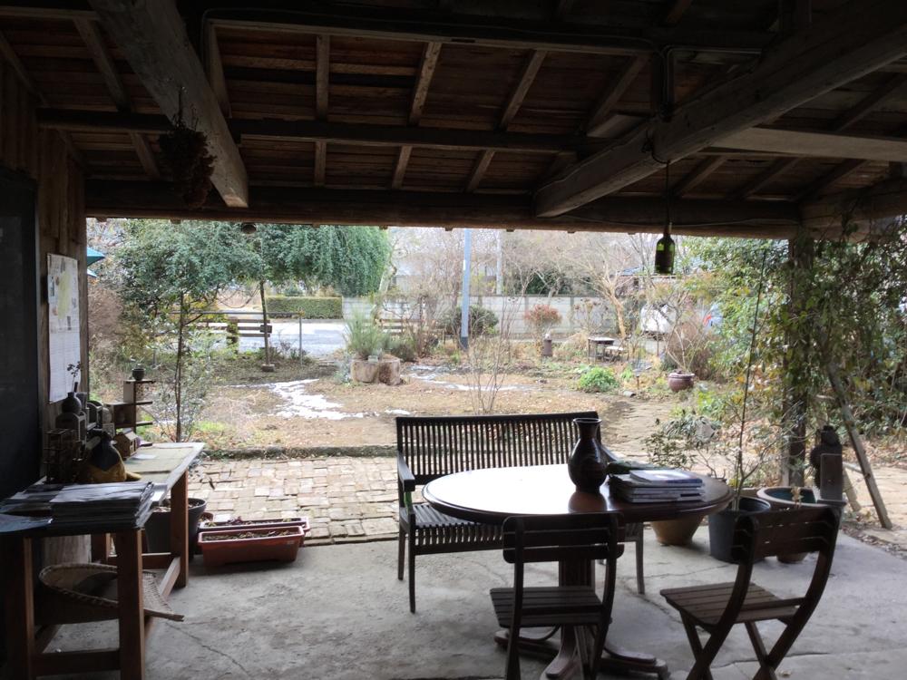 1月27日の早朝初雪が降りました。(納屋珈琲ひなたの庭)