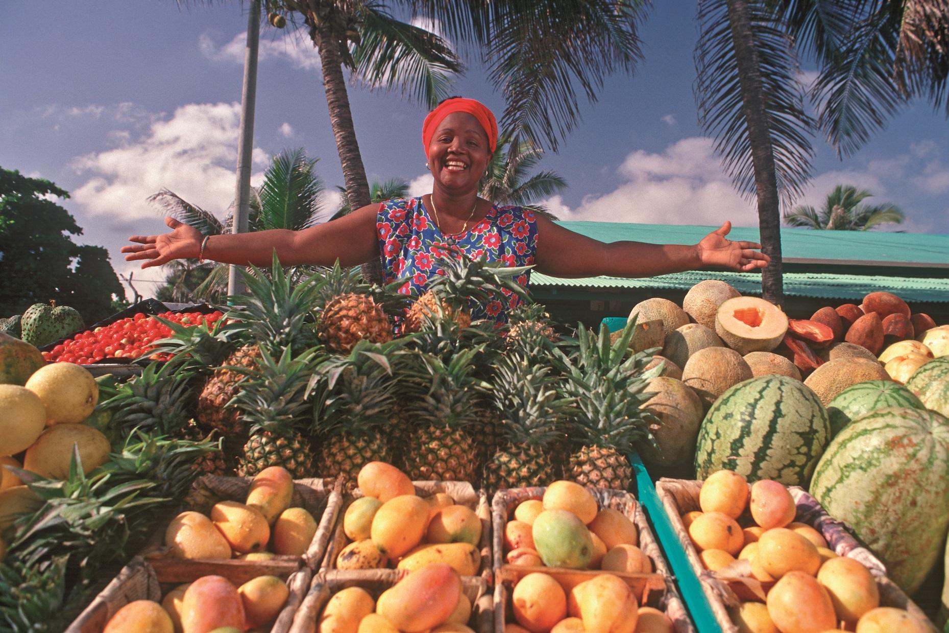 Fruchtverkäuferin am Strand von Puerto Plata