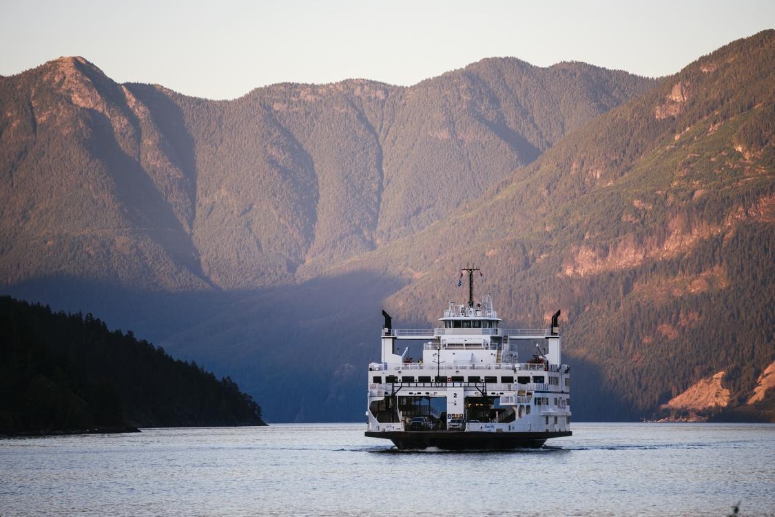 "BC Ferry ""Island Sky"" auf der Fahrt nach Earl's Cove"