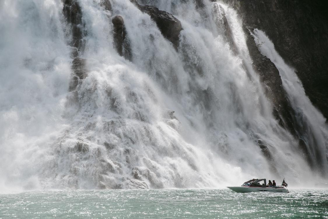 Kinuseo Wasserfall im Monkman Provincial Park, BC