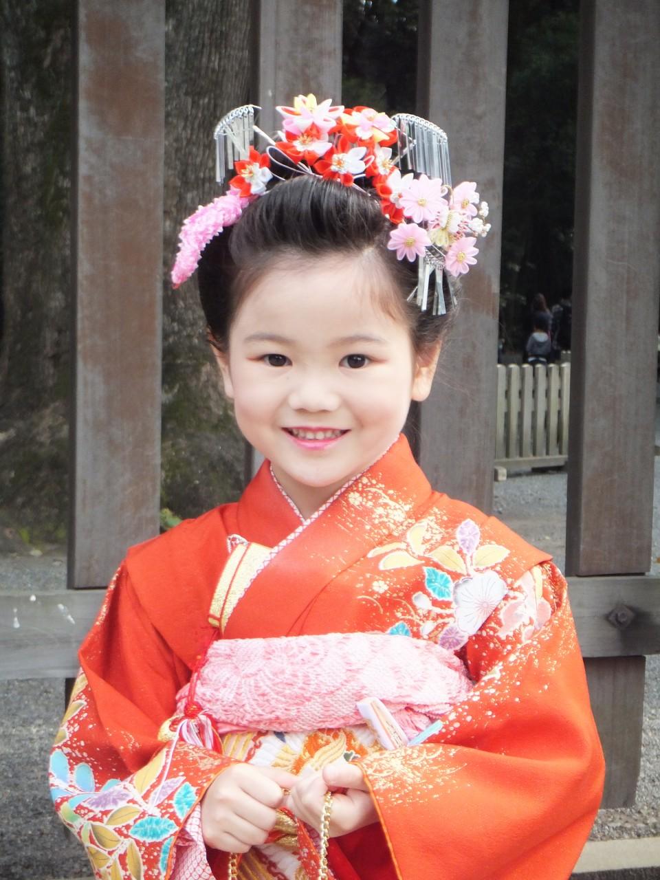Mädchen beim traditionellen 7-5-3-Festival