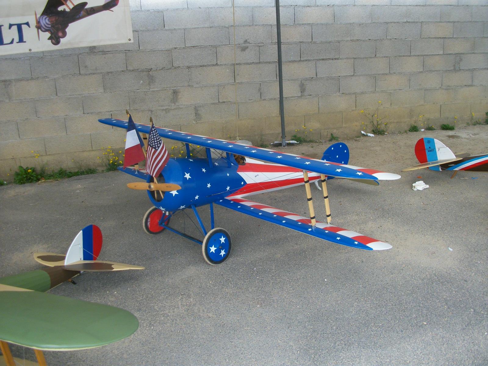 "Maquettes d'avions avec ""L'Escadrille Quentin Roosevelt"""