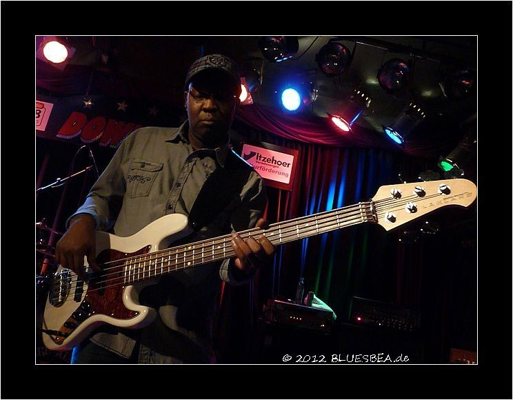 02-2012 George Moye (Bernard Allison Band) - Verry nice meeting you.Thank you for coming to the Show