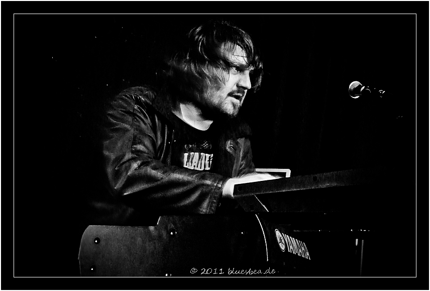 #66 hi bea...klasse fotos vom LAKE konzert in bordesholm..!!! danke...peace, jens