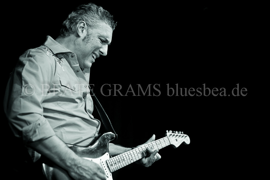 #237 Dear Bea, thanks for the beautiful photos that you took at the Savoy Bordesholm and thanks for supporting the Blues. I hope to see you again soon somewhere on the road. Best, Roberto