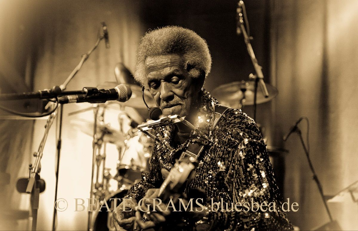 #247 Hi Beate I Love the photo of me you sent! Thank You! I just wanted to say you're during a good job! Keep it up and day it will pay off. Your friend in the blues. Lil Jimmy Reed.