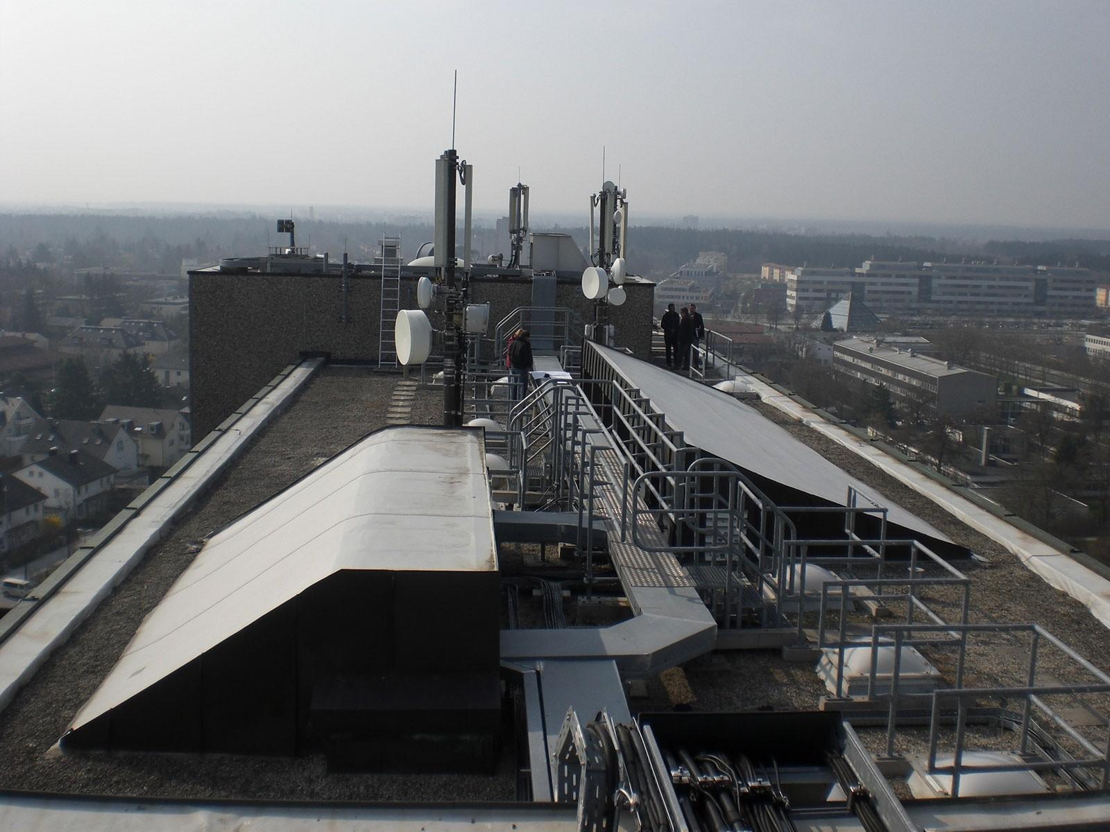 Installationsebene Dach Hochaus Quelle: rothlehner-blitzschutz