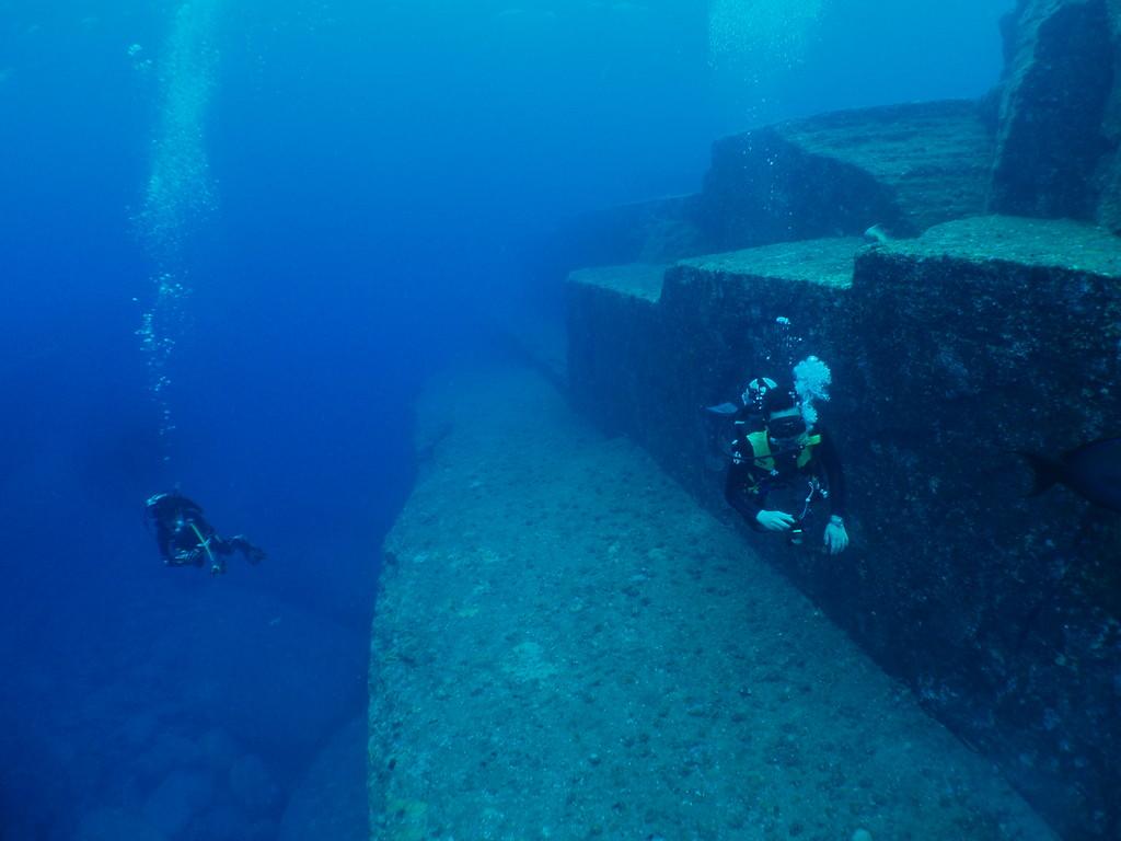 海底遺跡 久部良港より船で30分