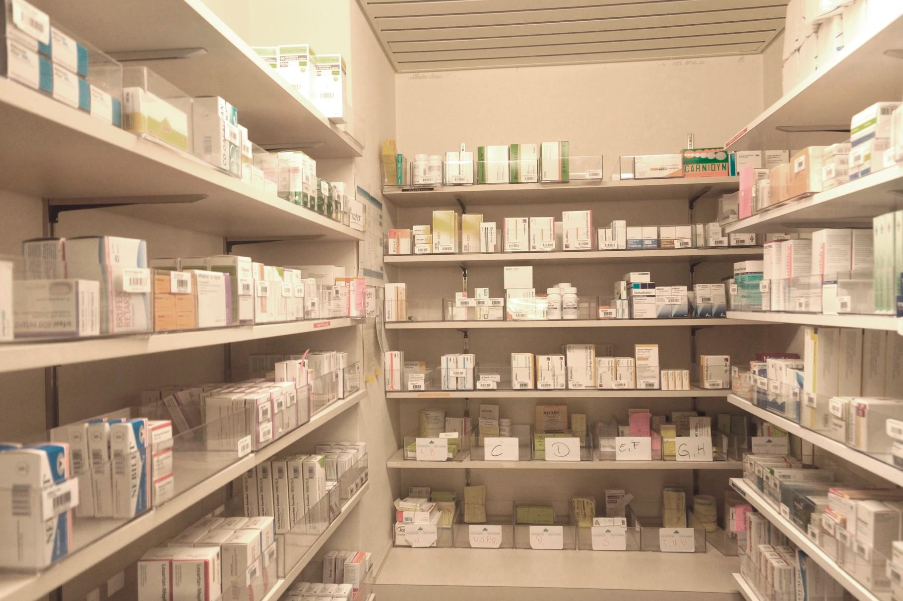 Die Praxisapotheke ermöglicht es Ihnen benötigte Medikamente sofort zu beziehen.