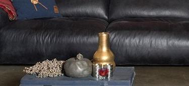 Ausschnitt Schwarze Leder Couch