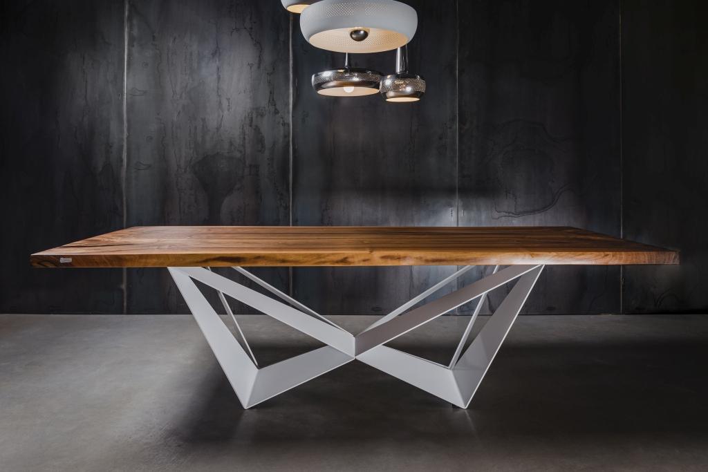MÖBELLOFT Massive Tischplatte aus Nussbaum auf weißem Gestell