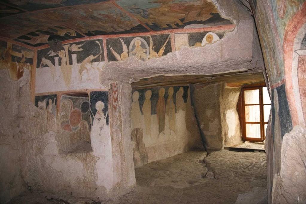 地上32mにあるイバノボの岩窟寺院