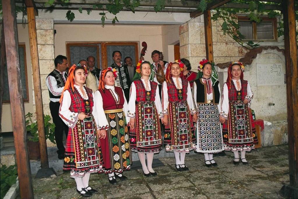 民族舞踊団