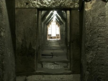 数千年の時を経た墳墓内部