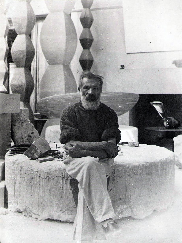 inspiratie Brancusi: in Parijse atelier (sculpturen, 1934)