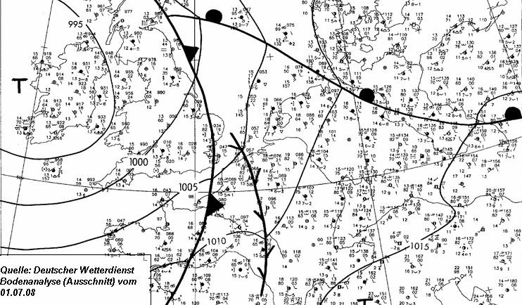 Die Bodenanalyse vom Deutschen Wetterdienst zeigt bereits in den Morgenstunden des 01.07.2008 eine klar definierte Konvergenzlinie über Frankreich im Warmluftsektor eines Tiefs bei Irland.