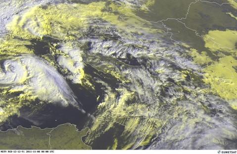 Abb. 8 | © Eumetsat | Tropischer Sturm über dem westlichen Mittelmeer (links mittig)