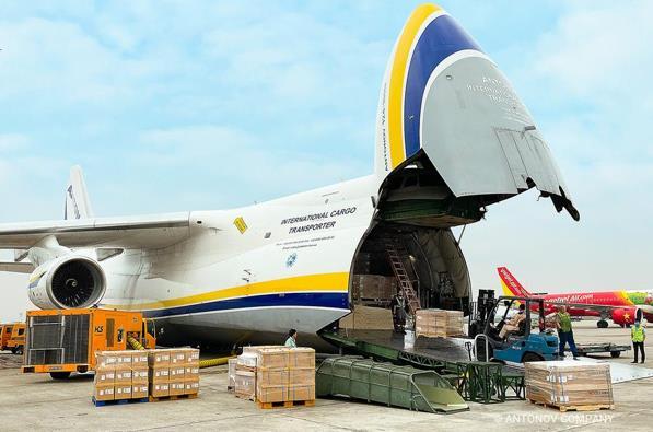 Open cargo doors and open skies – perfect combination. Image: Antonov Airlines