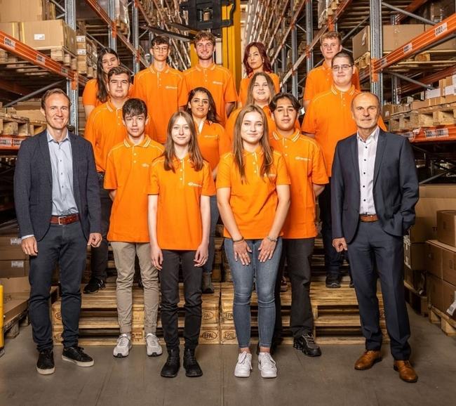 Preparing the next generation of logistics experts in Vorarlberg. (Left, Stefan Oberhauser, Branch Manager Lauterach. Right, Willibald Nigsch, Branch Manager Wolfurt) Image: Gebrüder Weiss/ Sams