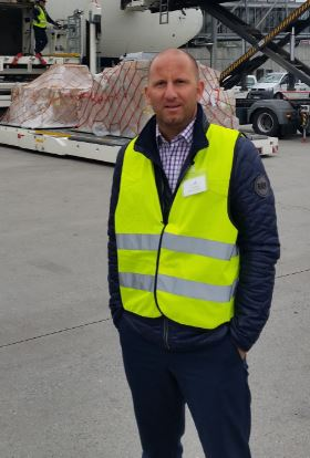 QCS executive Oliver Krautter organized and managed the flight of the olive tree  -  photo: QCS