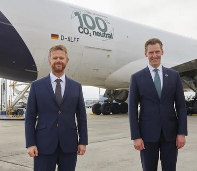 CEO Peter Gerber of LH Cargo and DB Schenker Chief Jochen Thewes are happy about their joint project for pushing sustainability in aviation ahead - picture: LH Cargo