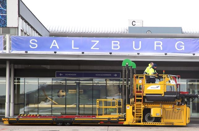 Salzburg Airport's first high loader delivered 13DEC19 – photos courtesy SZG