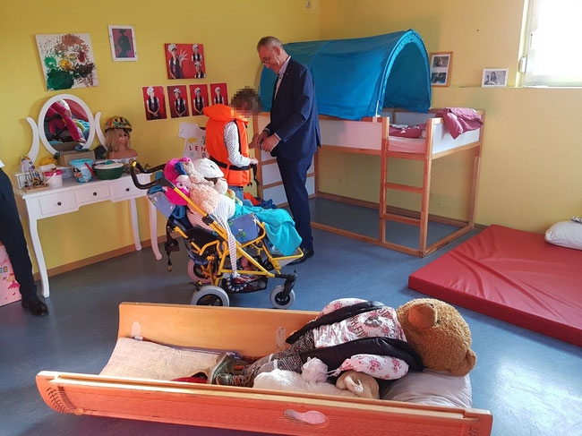 Each child has his or her own room. Pictured here is EMO-TRANS manager Thomas Klinkhammer assisting a kid living in the IFB Foundation's home