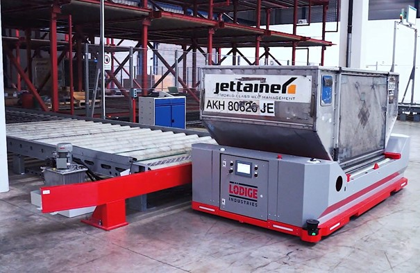The Automated Guided Vehicle (AGV) shifts ULDs flexibly and safely. Image: Lödige Industries