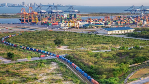 Block train running across the Eurasian land bridge  –  animation: DSV-Panalpina