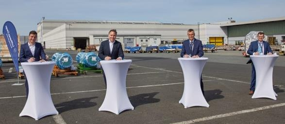 Left to right: Gunnar Löhr, Head of Supply Management & Infrastructure at Lufthansa Cargo AG, Harald Gloy , COO Lufthansa Cargo AG, Anton Schirle, CEO Bleichert Automation, Manfred Hannes, Head of Sales at Bleichert Automation. Image: Lufthansa Cargo