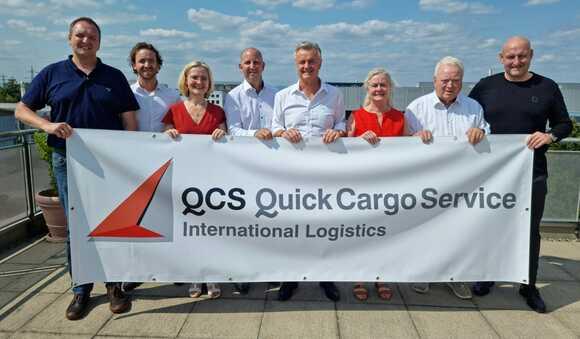 QCS's new management team (left to right): Markus Klein, Nico Haltmayer, Dr. Jennifer Melnyk , Oliver Krautter, Stephan Haltmayer, Heidi Haltmayer, Dieter Haltmayer und Ingo Schmich