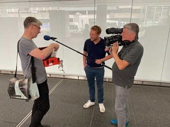 Professor Dr. Frank Brenker was interviewed by a TV team in Frankfurt, while checking the samples – photos: James Wyatt