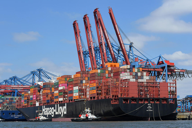 This vessel will probably also call at Wilhelmshaven in the future, in addition to Hamburg, as shown here  -  picture: HHLA.