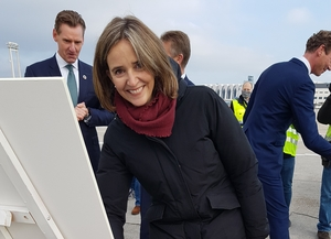 Gerber successor Dorothea von Boxberg signs treaty providing for weekly CO2 neutral long-haul flights in partnership with DB Schenker starting at the end of March next year  -  photo: hs / CFG