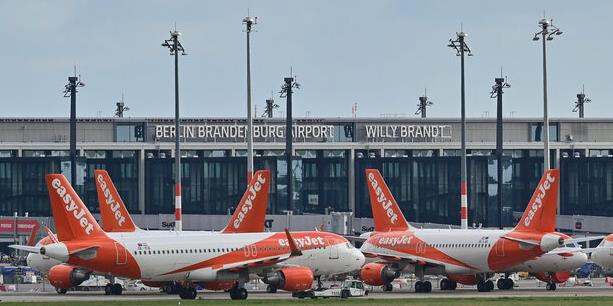 Budget carrier EasyJet feels at home at BER but a magnifying glass is needed to find intercontinental carriers  -  picture: dpa
