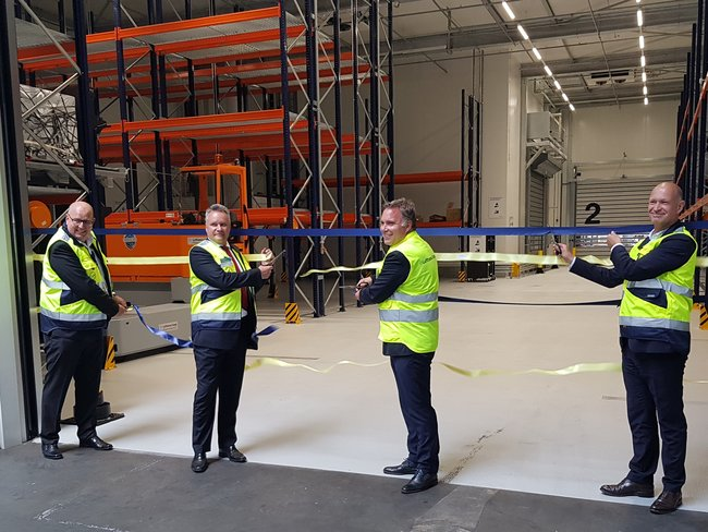Cutting the ribbon (l to r): Johannes Zinkl, Lufthansa Cargo Head of Hub Management MUC, Ola Hansson, Lufthansa Hub CEO MUC, Harald Gloy, Lufthansa Cargo Board member Operations, Jost Lammers, CEO Airport Munich – photos: hs
