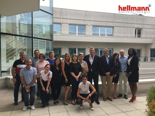The new Paris-based Hellmann team is welcomed by Jens Tarnowski (5th from right)  -  photos: Hellmann