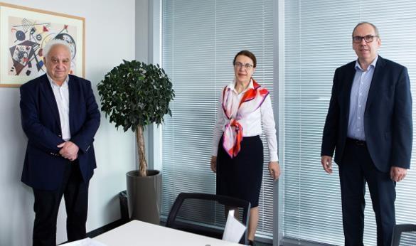 Following the contract signing in Sofia, BG - (l > r): Alexander Gechev, MD Rhenus BG, Marieta Grigorova, MD GW BG, Thomas Moser, Dir. & Reg. Mgr. Black Sea/CIS GW. Image: Gebrüder Weiss (GW)