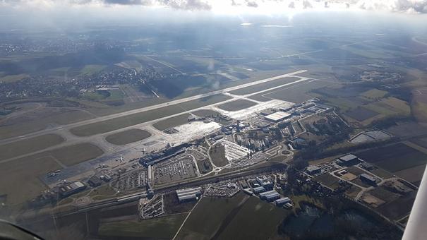 Vue aérienne de l'aéroport de Strasbourg - Image: Laurent Favier