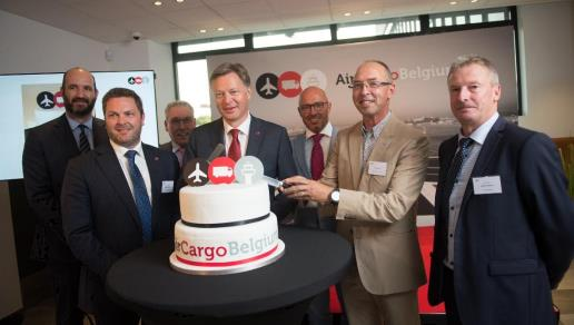 The 7 founding fathers of Air Cargo Belgium cutting the cake – courtesy ACB