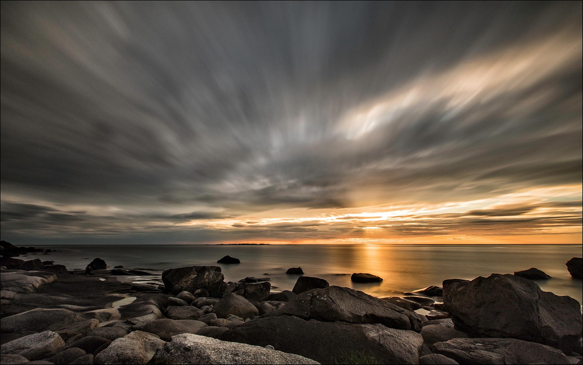 Midnight sun   Photo: Y Lardy