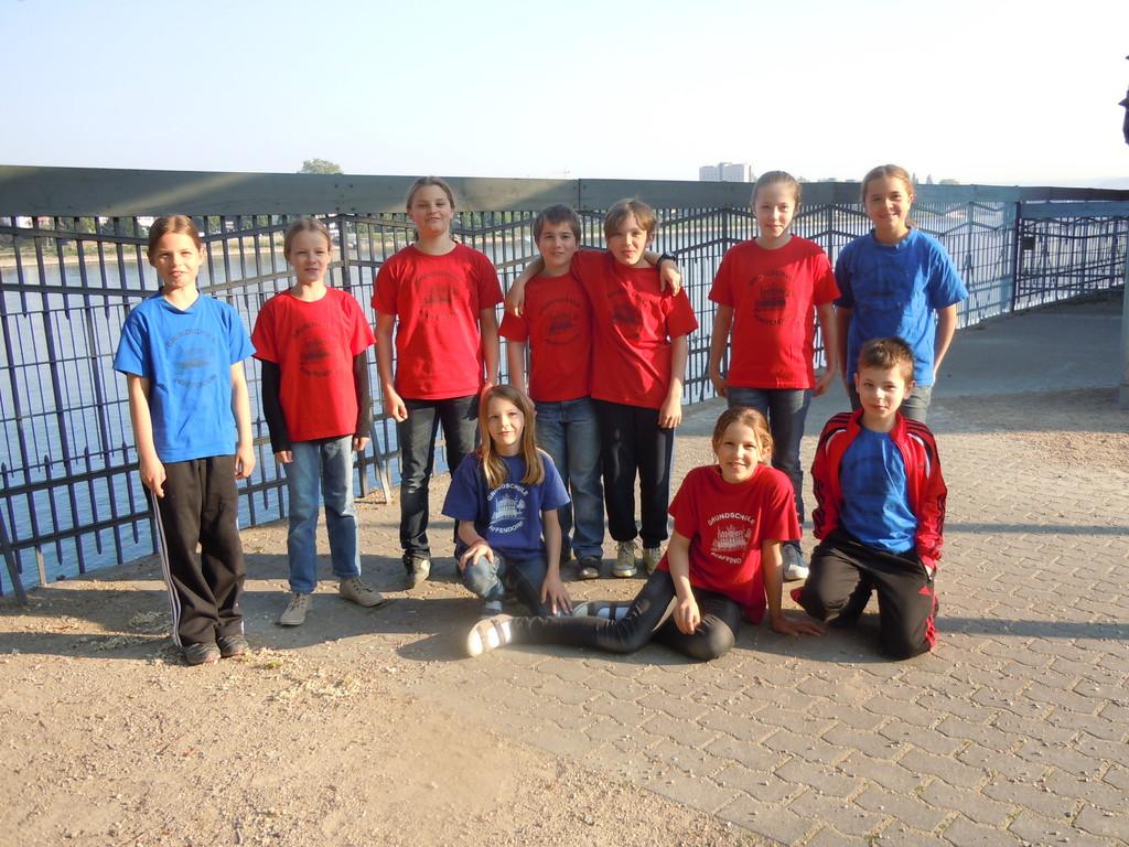 Die Schwimm-Mannschaft 2011 vor dem großen Ereignis