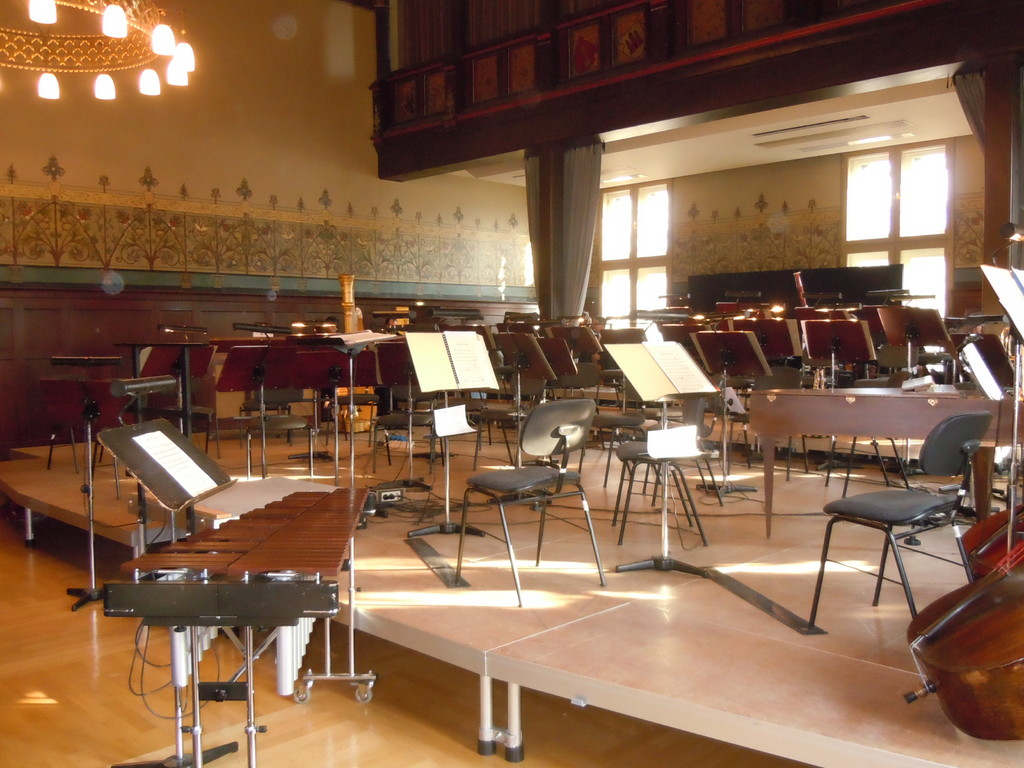 Das Xylophon, mit dem Michael das Konzert eröffnen wird, steht direkt vor unserer Nase.