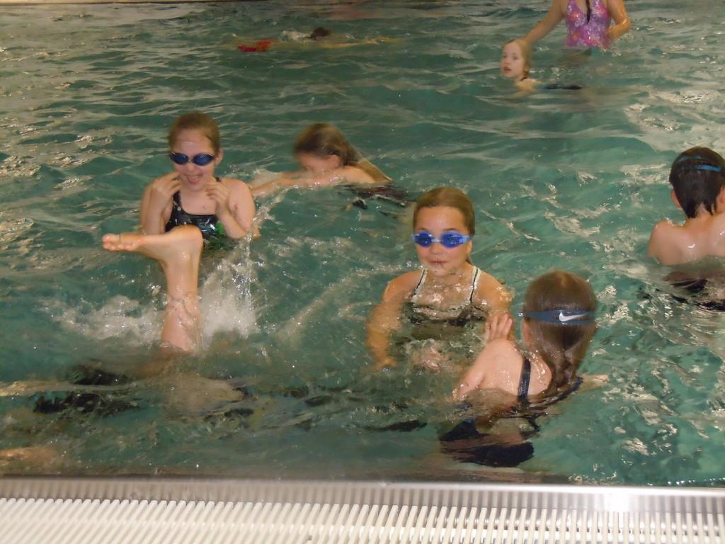 Spiel und Spaß im Nichtschwimmerbecken
