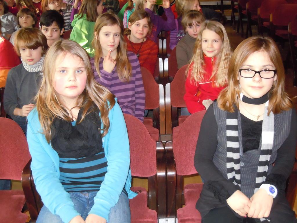 Wir sind in der Philharmonie angekommen und nehmen unsere Plätze ein...