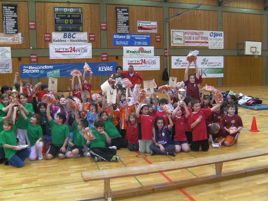 ... gibt es noch ein fröhliches Gruppenfoto aller Mannschaften!