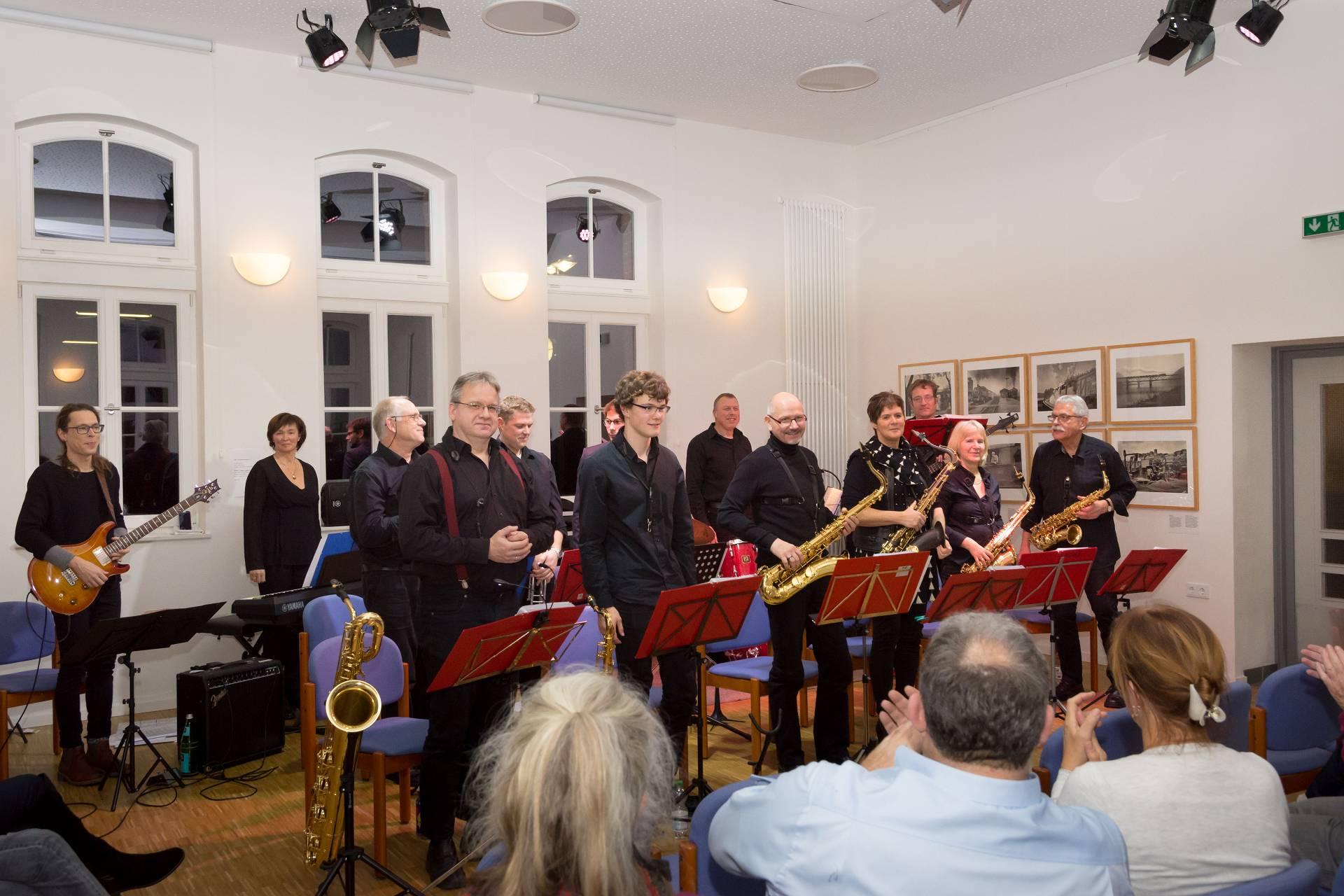 Die Band wurde nach dem Auftritt gefeiert (Fotos: Generationenverein Hümme).