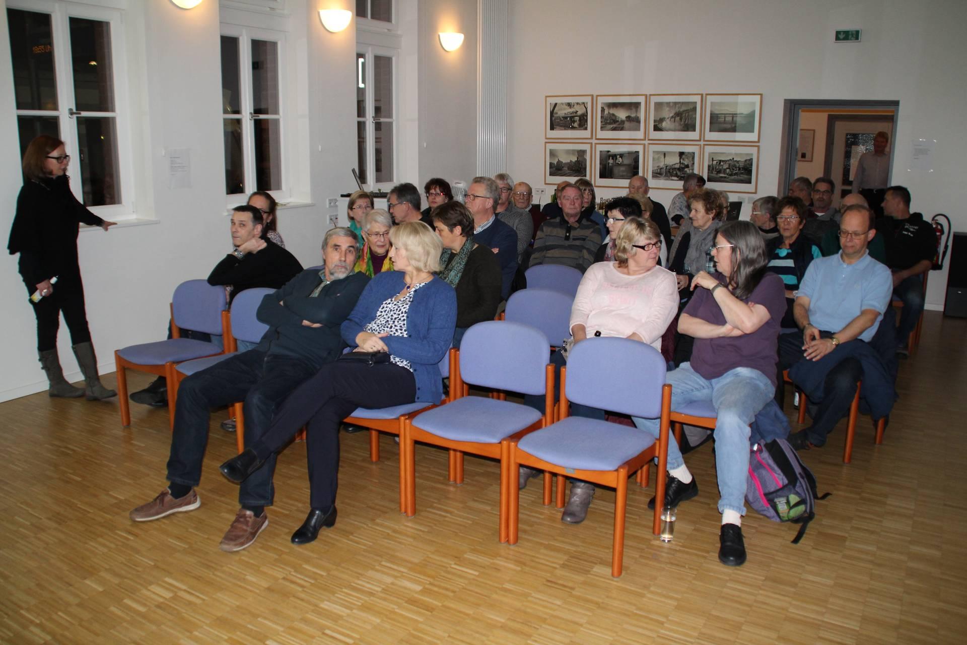 Viele Besucher waren gekommen um sich den Lichtbildervortrag anzusehen.