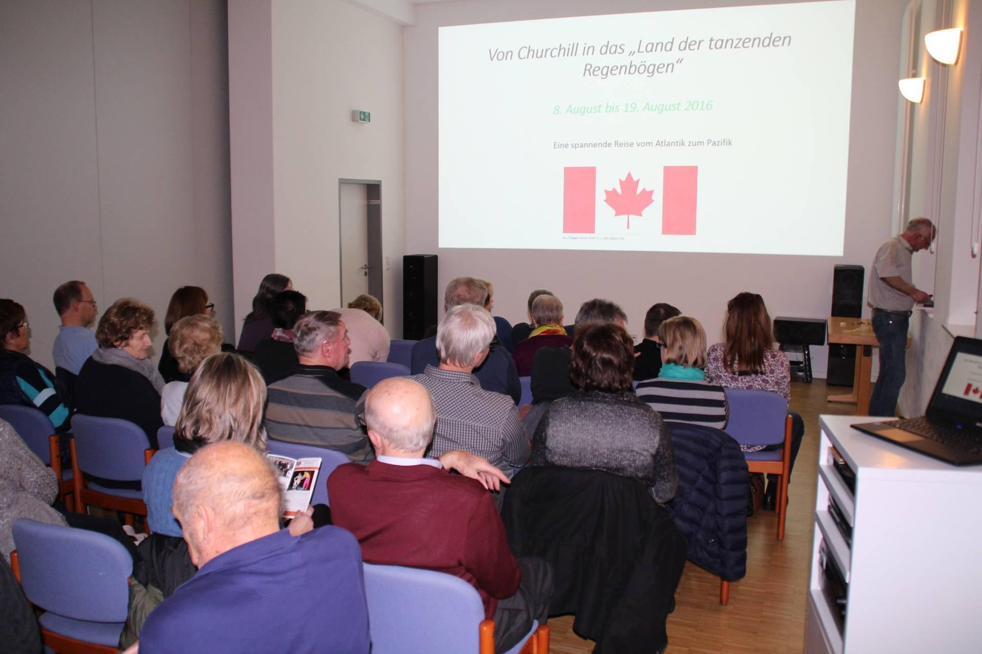 Peter-Joachim Focke begrüßte die Kanada-Fans im Generationenhaus Bahnhof Hümme.