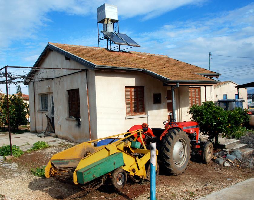 HHouse and Massey House with Massey Ferguson tractor with potato lifterouse and tractor with potato lifter